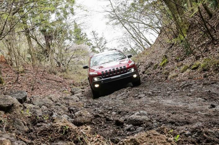 IMG_9549-706x470 新型Jeep® Cherokee(ジープ チェロキー)が明日デビュー!その前に全貌を完全レポート。