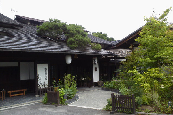 araki1 紅葉もレジャーも満喫できる関東の温泉、一軒宿・旅館特集。「五感」で四季を楽しもう。