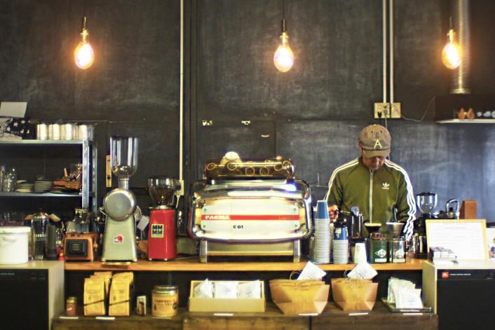 apollo 1 706x471 コーヒーカルチャーが日本を席巻中!全国のこだわりビーンズ・ショップ。