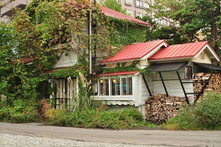 morihiko 1 706x470 コーヒーカルチャーが日本を席巻中!全国のこだわりビーンズ・ショップ。