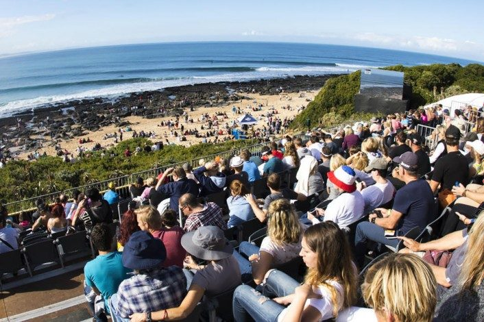 3_Crowds-gather-for-another-action-packed-day.WSL-Pierre-Tostee-706x470