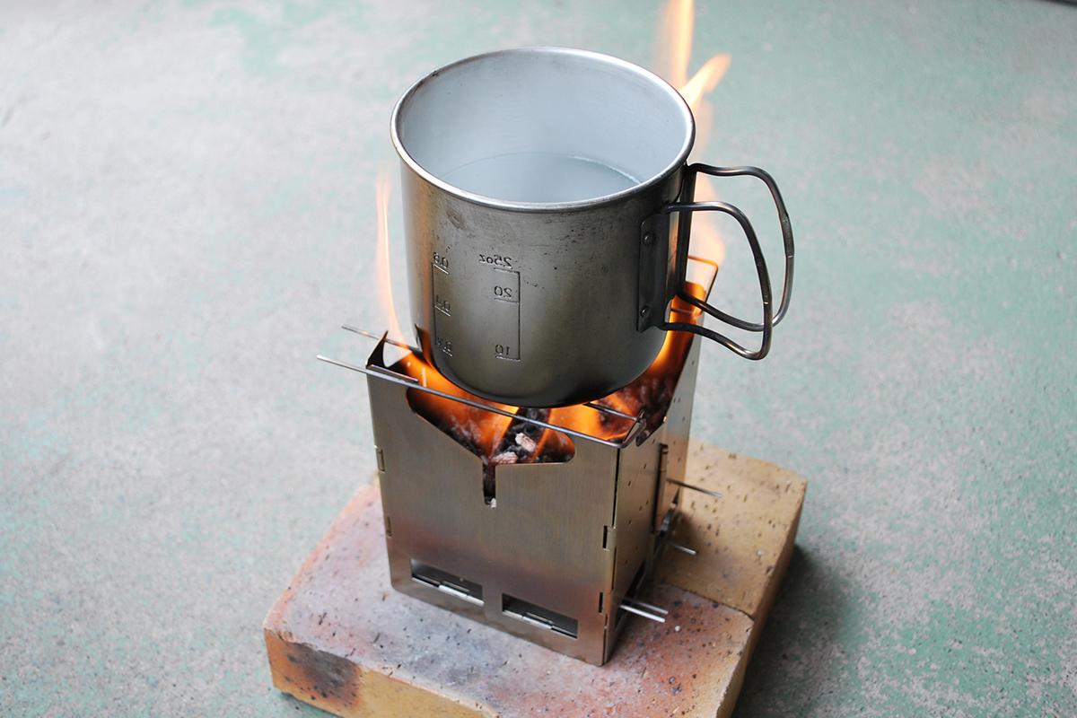 7 キャンプ必携のファイヤースターターから薪ストーブまで!耐風&燃焼効果が抜群のおすすめファイヤーギア14選