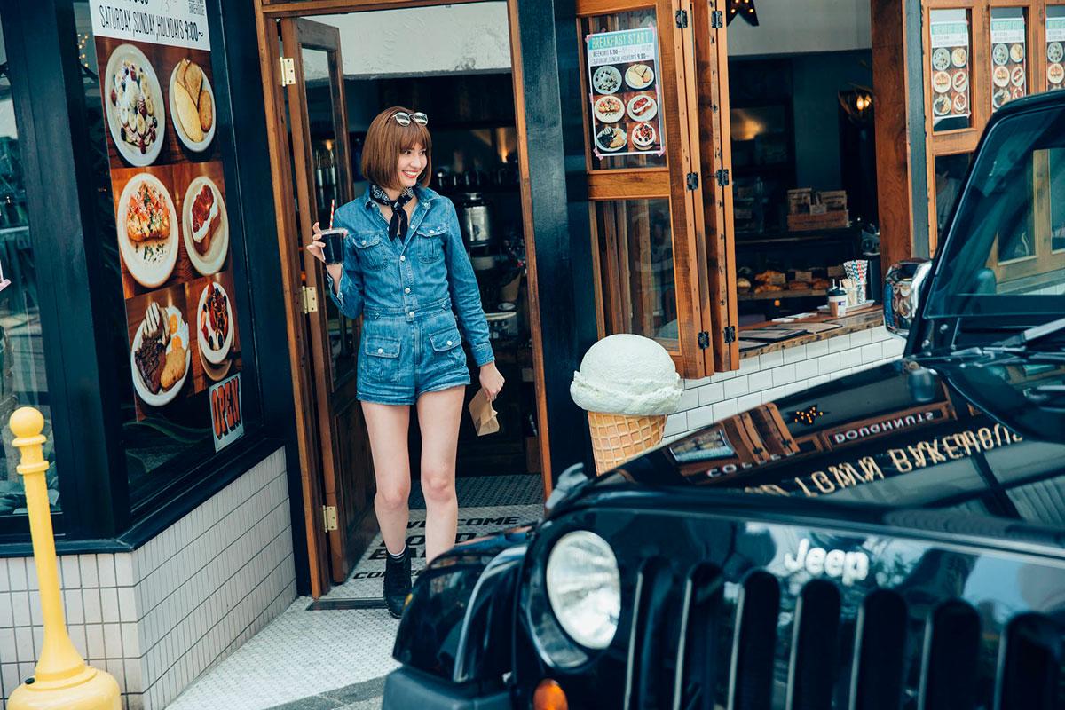 F7Q3759 「Jeep®は見たことのなかった景色を見せてくれるクルマ」。人気モデルが語る、ジープとのライフスタイル。