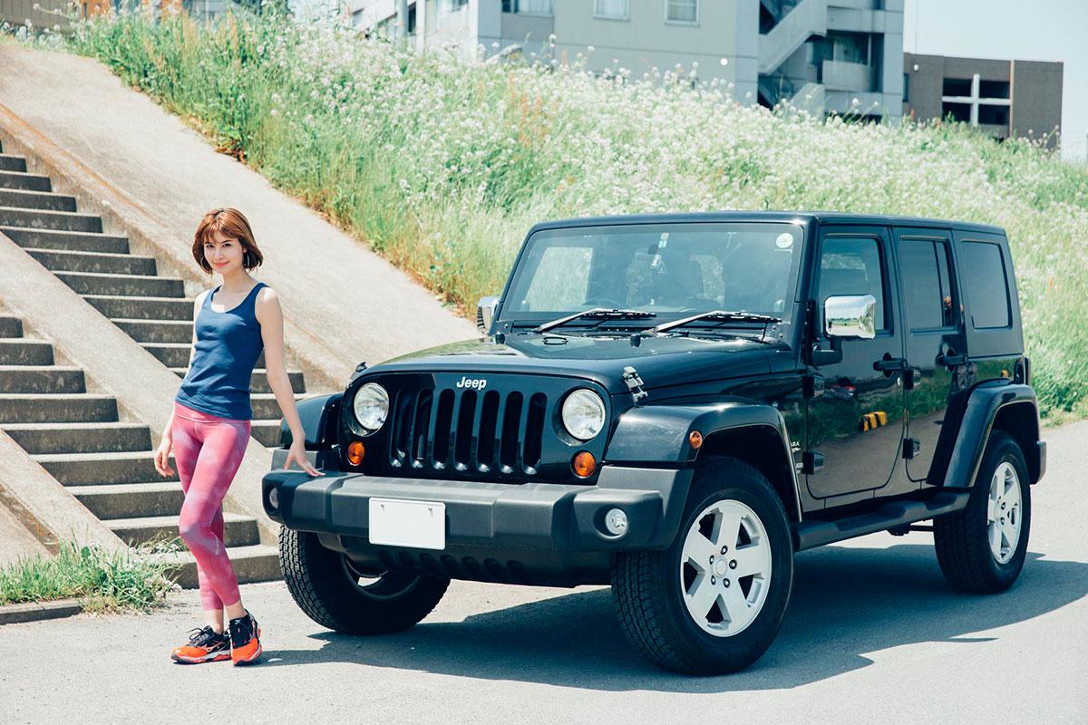F7Q4111 「Jeep®は見たことのなかった景色を見せてくれるクルマ」。人気モデルが語る、ジープとのライフスタイル。