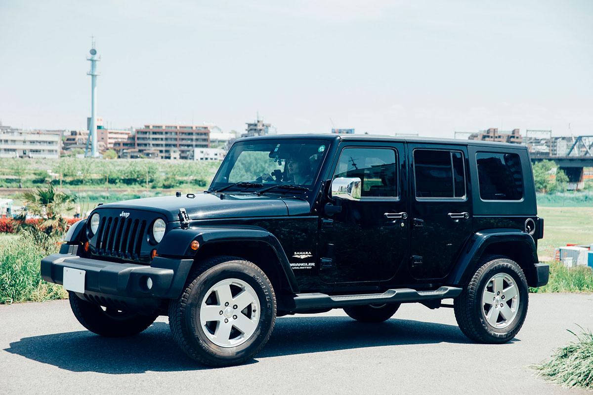 F7Q4157 「Jeep®は見たことのなかった景色を見せてくれるクルマ」。人気モデルが語る、ジープとのライフスタイル。