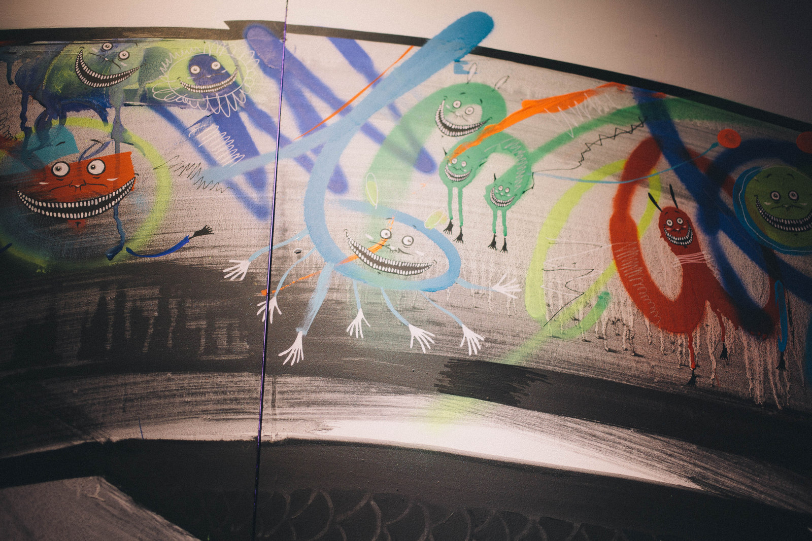 IMG_1972 国内外で活躍するアーティスト4組の「作品の向こう側」| ジャーナル スタンダード「オムニバス展」密着レポート!