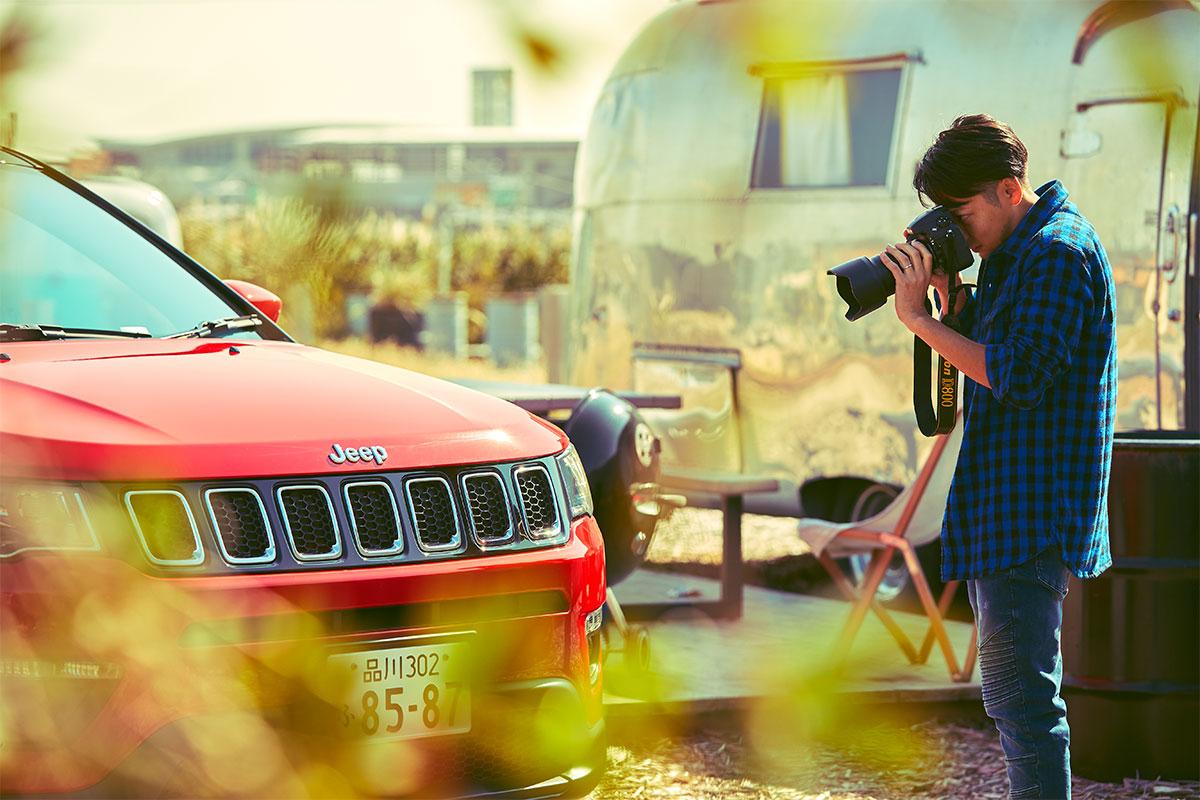 """67I1466 新型『Jeep® Compass』は""""理想のライフスタイルの羅針盤""""になる。家庭・仕事にそれぞれこだわりを持つファミリーにインタビュー!"""
