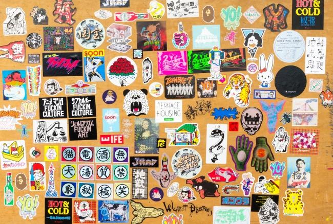 magma_sticker どこまでも、手を動かして考える。アーティストユニット「magma」に聞く、創造の極意。