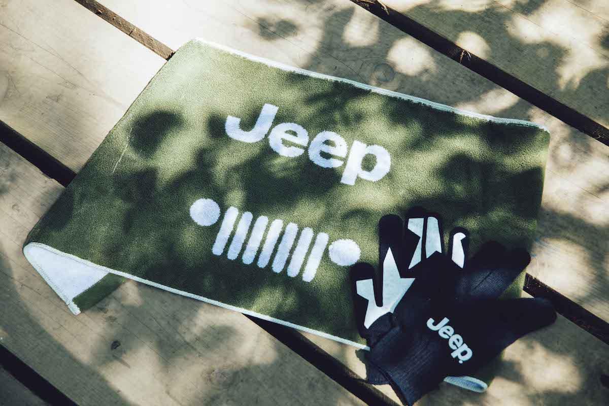 Y1_8476 フェス会場の風物詩、ボードウォークをみんなで整備!Jeep® は今年も<フジロックの森プロジェクト>を全力でサポート!