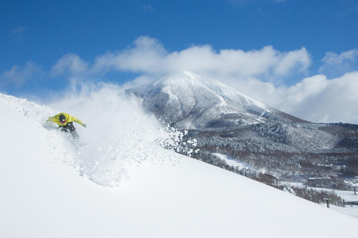 190212_Jeep_ski_2 【関東近郊のスキー場特集】プロスキーヤー/スキー雑誌編集者の太野垣達也が選ぶ、シーズン終盤までスキー・スノボを満喫できるおすすめスキー場8選!