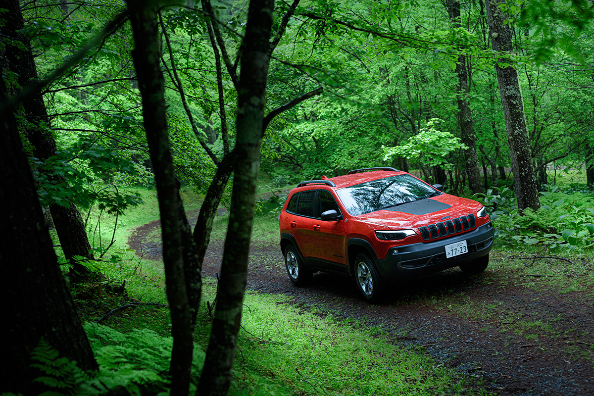 realstyle190709_03 Jeep® Cherokee Trailhawkで静かな森歩きの山へ。