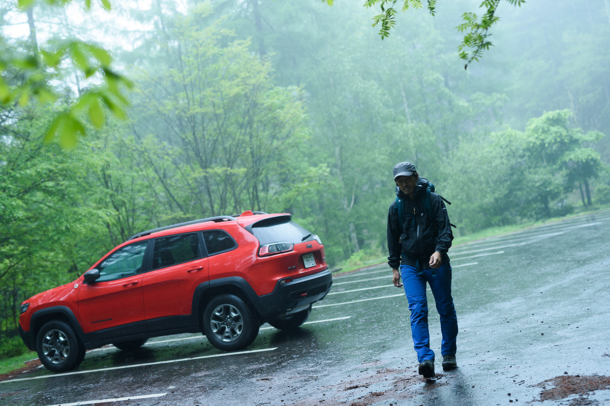 realstyle190709_05 Jeep® Cherokee Trailhawkで静かな森歩きの山へ。