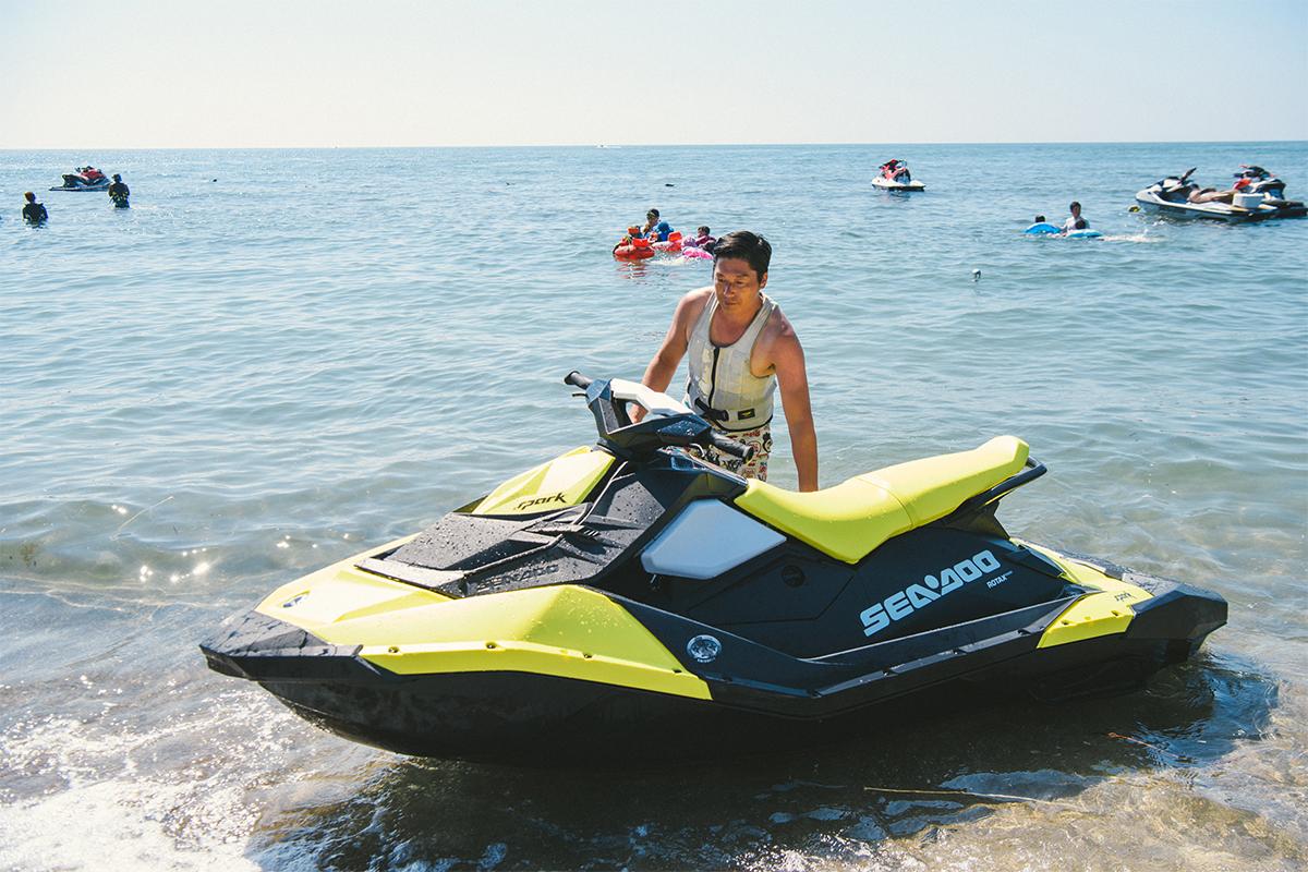 """0011_20180715_qetic-jeep-0084 Do the Real Thing! """"本気の夏""""プレゼント キャンペーン当選者、小林さんファミリーにインタビュー! 水上バイクの乗り心地、そしてJeep® の魅力とは?"""