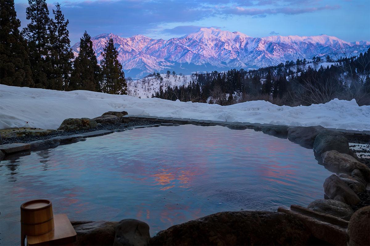 "10698c6cb17c941ef0f9cd9173e506e6 【雪見風呂特集13選】冬の温泉シーズンに向けて、Jeepに乗って行きたい""雪見風呂""を日本中からピックアップ!"
