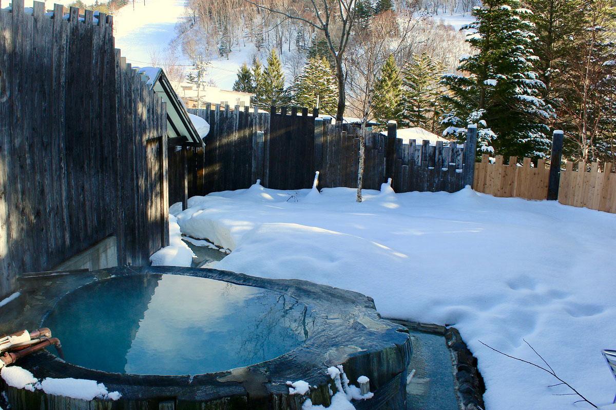 "12a810b377cb01a192a577a891ad61e7 【雪見風呂特集13選】冬の温泉シーズンに向けて、Jeepに乗って行きたい""雪見風呂""を日本中からピックアップ!"