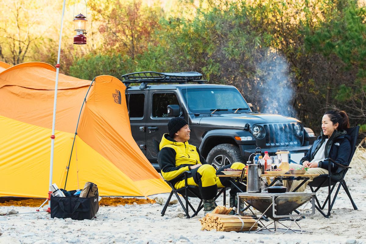 181213_jeep_sasaki_1_main 【キャンプサイト編】RealStyleを体現するスキーヤー佐々木明とNEW Jeep® Wranglerでアウトドアへ! 〜純正アクセサリー & キャンプギア大特集〜
