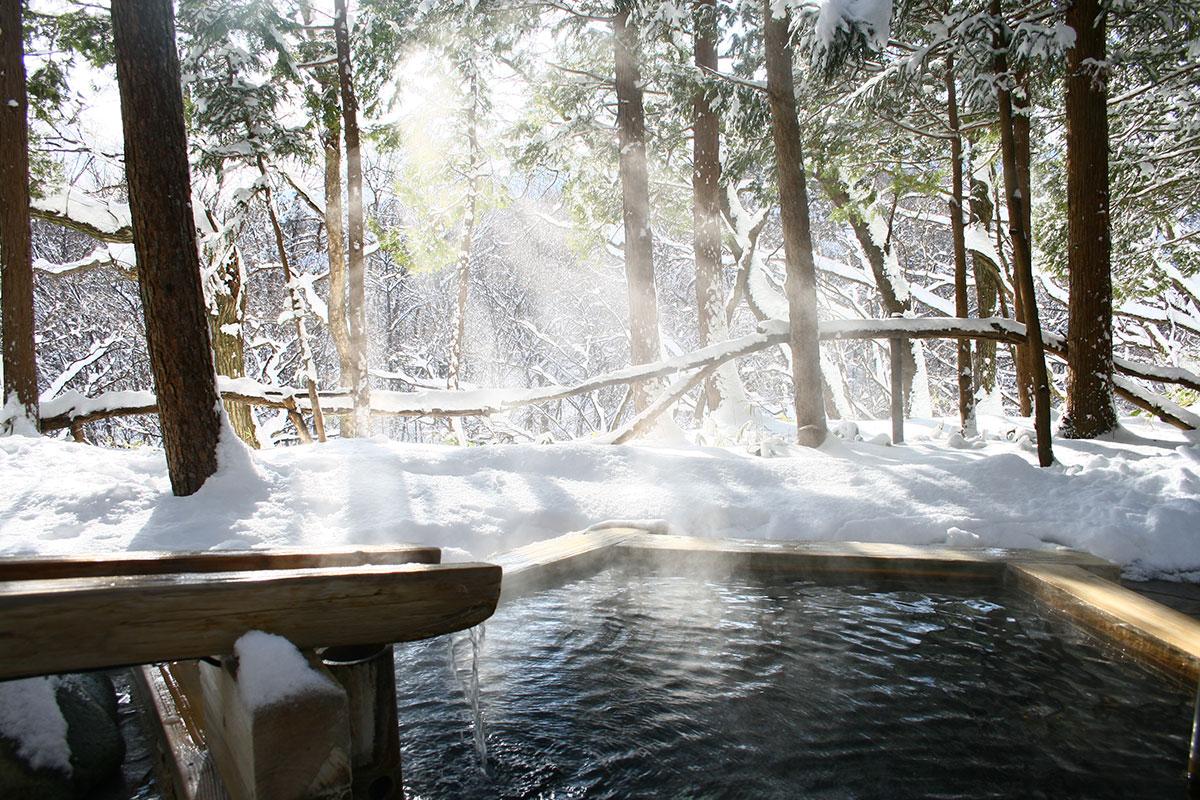 "2a824053b20887c08b59a7350cb11298 【雪見風呂特集13選】冬の温泉シーズンに向けて、Jeepに乗って行きたい""雪見風呂""を日本中からピックアップ!"