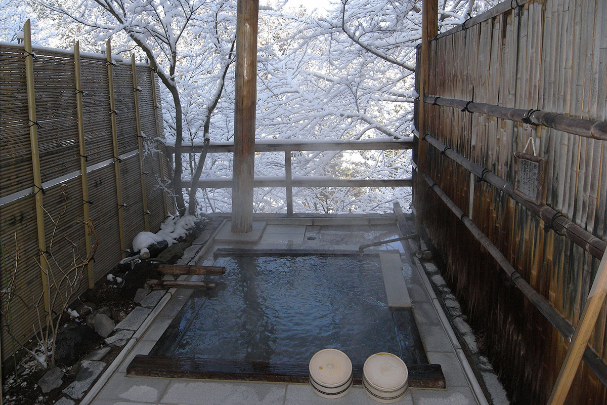 "4f8f97911be91414dac8de595e626423 【雪見風呂特集13選】冬の温泉シーズンに向けて、Jeepに乗って行きたい""雪見風呂""を日本中からピックアップ!"