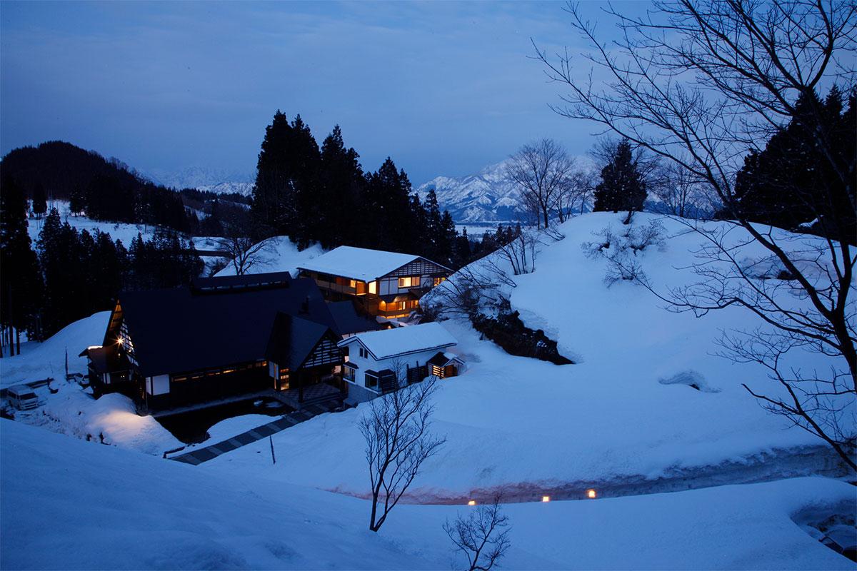 "54b98fd7a0f458cf91ccb37a1323319a 【雪見風呂特集13選】冬の温泉シーズンに向けて、Jeepに乗って行きたい""雪見風呂""を日本中からピックアップ!"