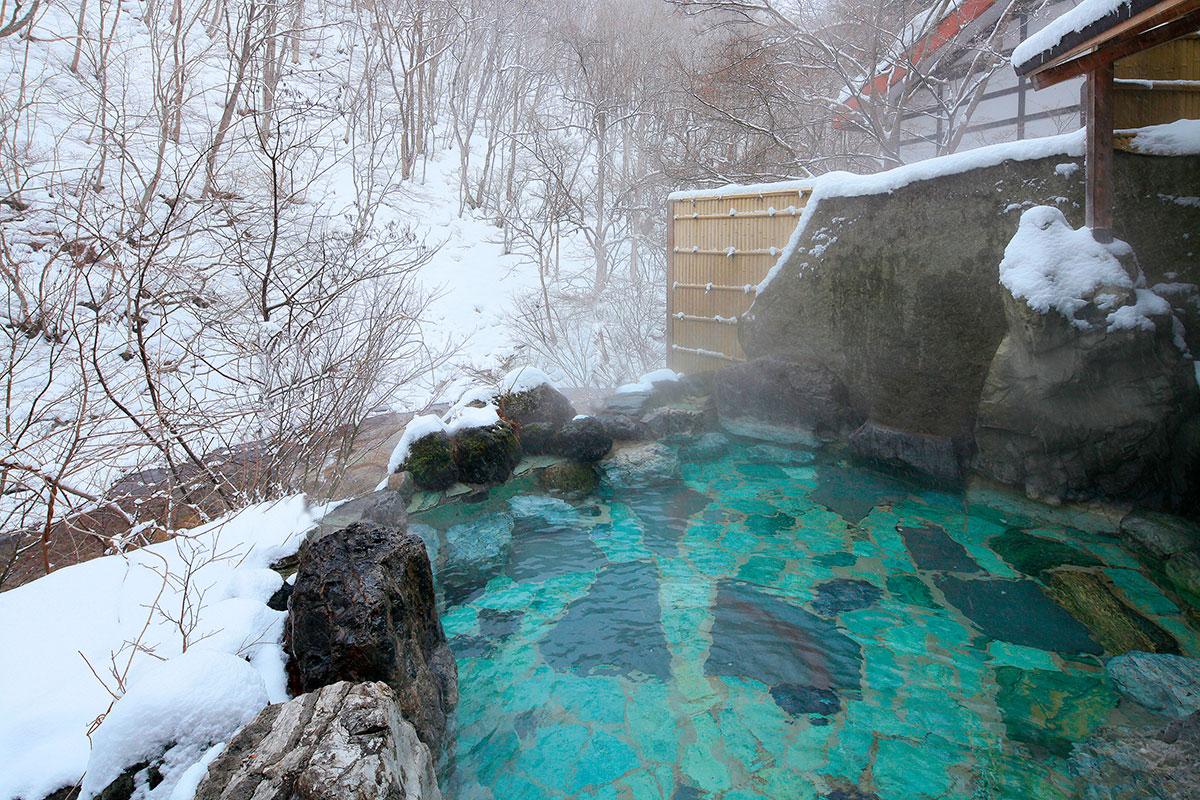 """7649342e75ab3809008fb27cb6191997 【雪見風呂特集13選】冬の温泉シーズンに向けて、Jeepに乗って行きたい""""雪見風呂""""を日本中からピックアップ!"""