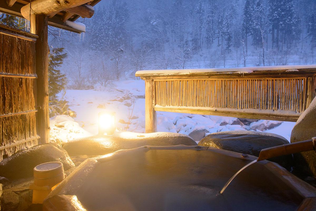 "8074a89dfe0180c9d489463001e73c73 【雪見風呂特集13選】冬の温泉シーズンに向けて、Jeepに乗って行きたい""雪見風呂""を日本中からピックアップ!"