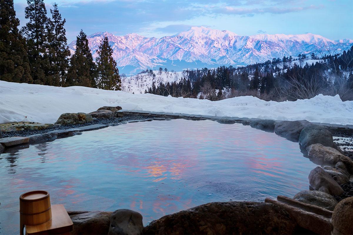 """【雪見風呂特集13選】冬の温泉シーズンに向けて、Jeepに乗って行きたい""""雪見風呂""""を日本中からピックアップ!"""