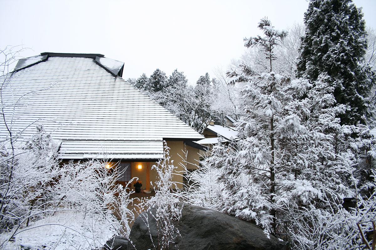 "d1d3546aa1e1ebf98ad85f11a546018c 【雪見風呂特集13選】冬の温泉シーズンに向けて、Jeepに乗って行きたい""雪見風呂""を日本中からピックアップ!"