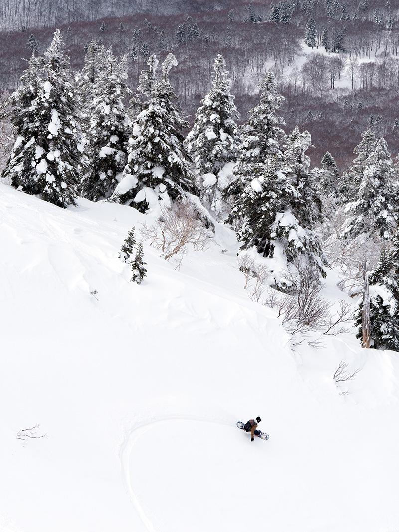 15_DSC7486 豊富な雪を求め、世界的トップスノーボーダー布施 忠がJeep Wranglerで豪雪地・八甲田を旅した二日間