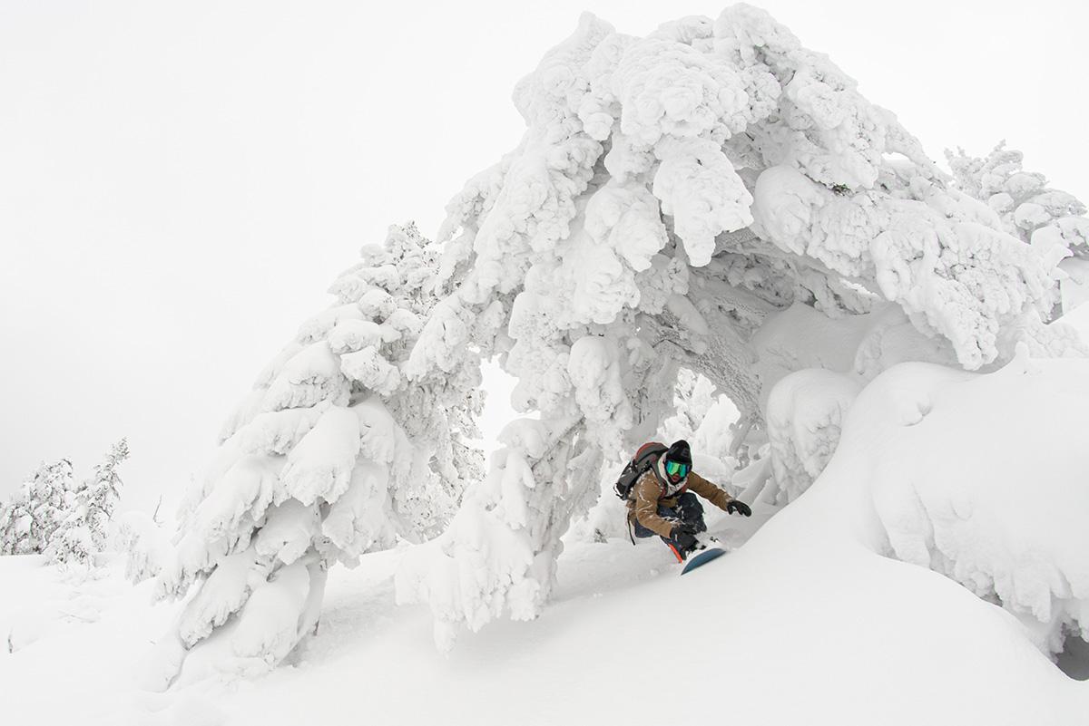 16_DSC7602 豊富な雪を求め、世界的トップスノーボーダー布施 忠がJeep Wranglerで豪雪地・八甲田を旅した二日間
