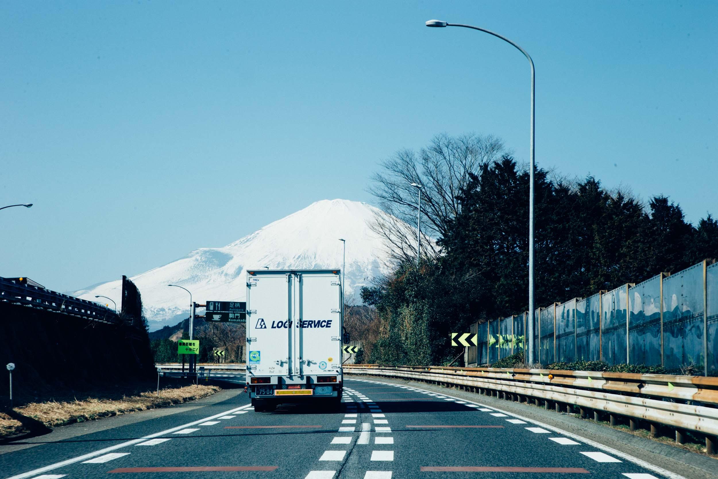 F7Q0598 東名高速おすすめSAを巡るグルメツアー!2人組ラップユニット・chelmicoと富士山を望む絶景ドライブ&ご当地グルメ満喫レポート