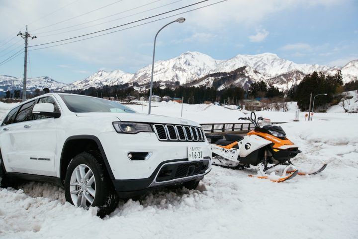 スノーモービルで銀世界の雪山を遊び尽くす!パイオニアで最高峰のBRP社「ski-doo」でかなえる極上体験&絶景レポート