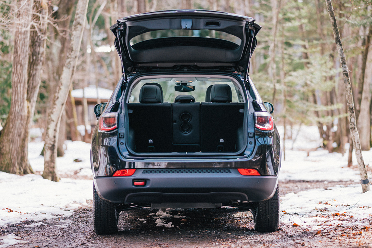 20200317_qetic-jeep-0226 【Jeepモデル別・積載企画】Jeep Compassに合うギア&積み方のポイントを人気スタイリスト・平健一がレクチャー!