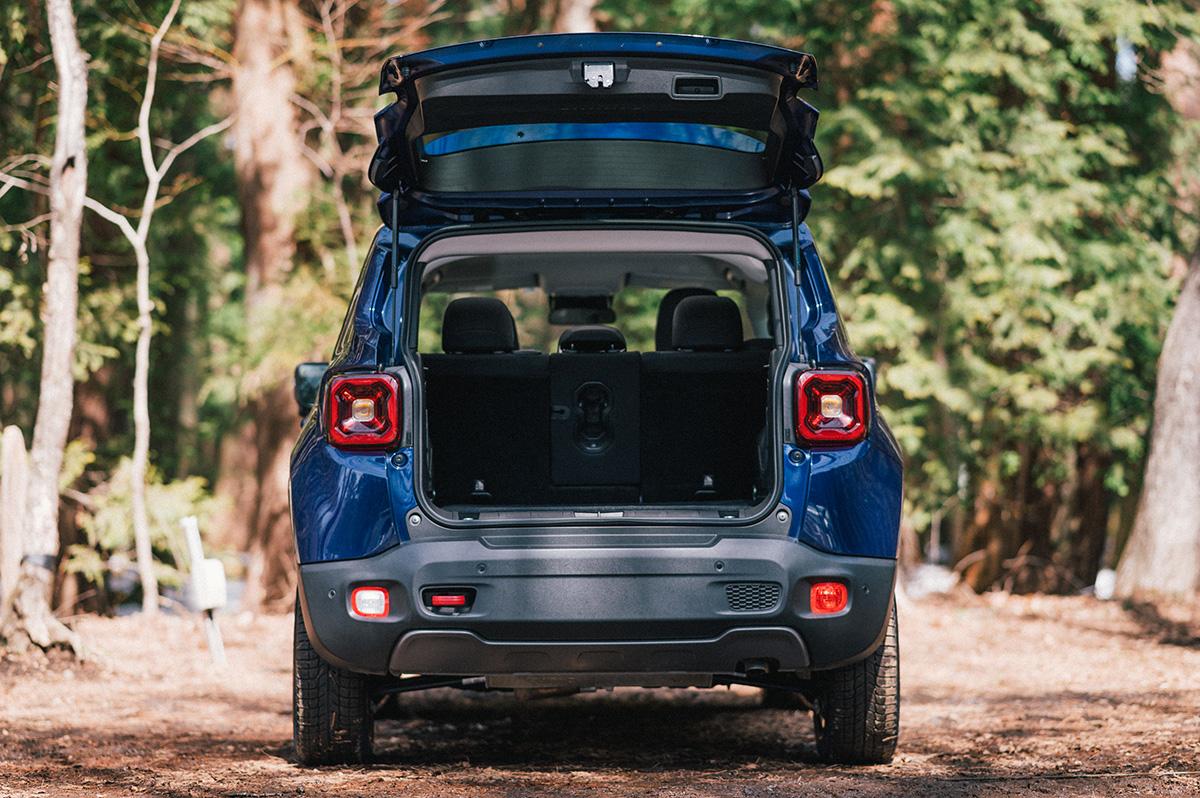 20200317_qetic-jeep-0043 【Jeepモデル別・積載企画】Jeep Renegadeに合うギア&積み方のポイントを人気スタイリスト・平健一がレクチャー!