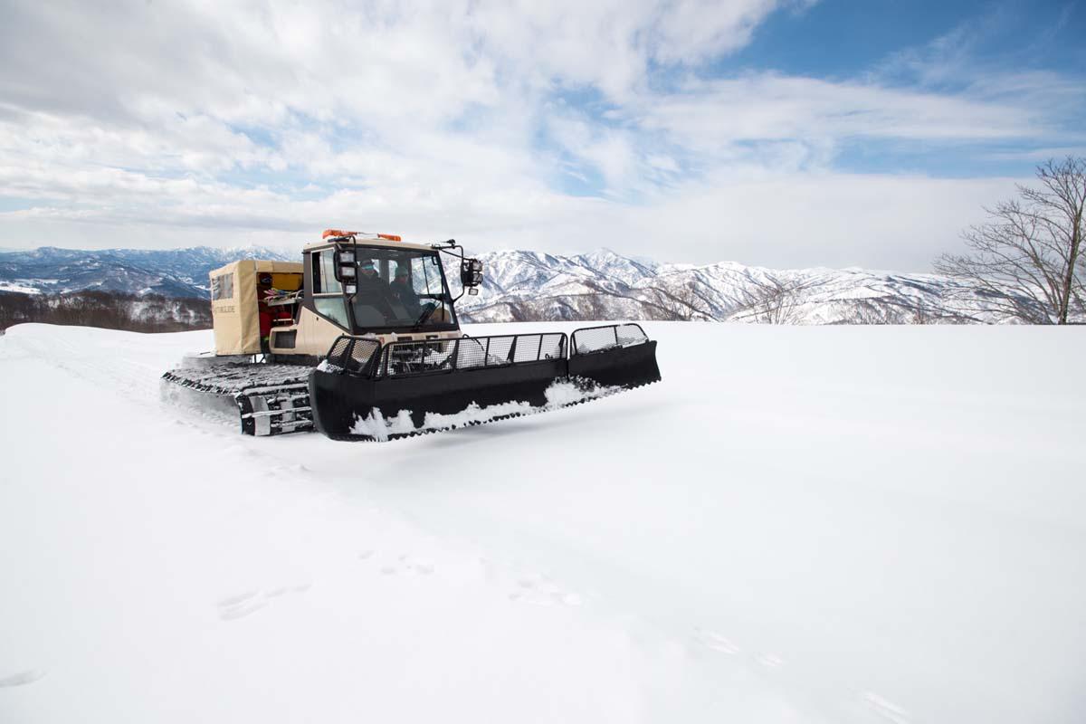 TAK1802_1011 Jeep®︎ UNMAP YOUR LIFE 〜山形県、月山バックカントリー&雪上車ツアー編〜 自分を解放する、こだわりの時間