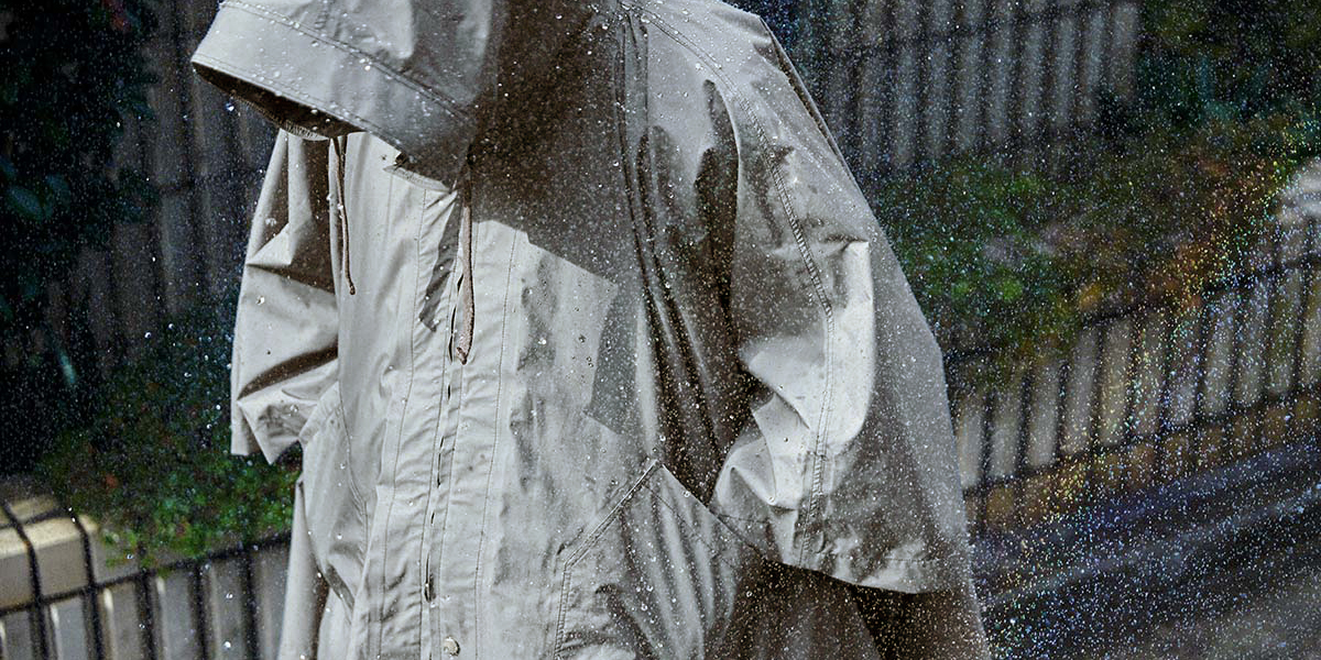 nonnative_CAMPER_CAPE_01 今年の雨対策はスマート&スタイリッシュに! 普段使いから野外フェスにも最適なレイングッズ13選
