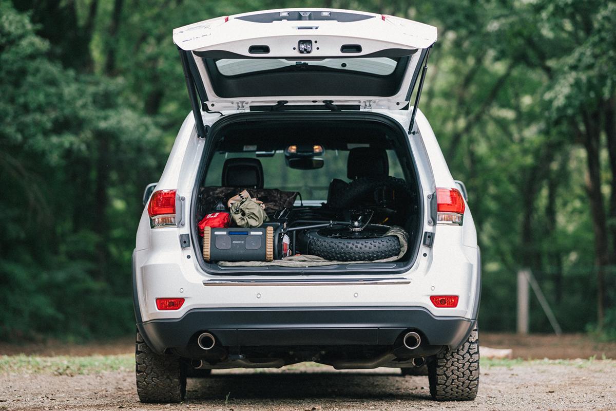 20200915_qetic-jeep-0045 【Jeepモデル別・積載企画】Jeep Grand Cherokeeに合うギア&積み方のポイントを人気スタイリスト・平健一がレクチャー!