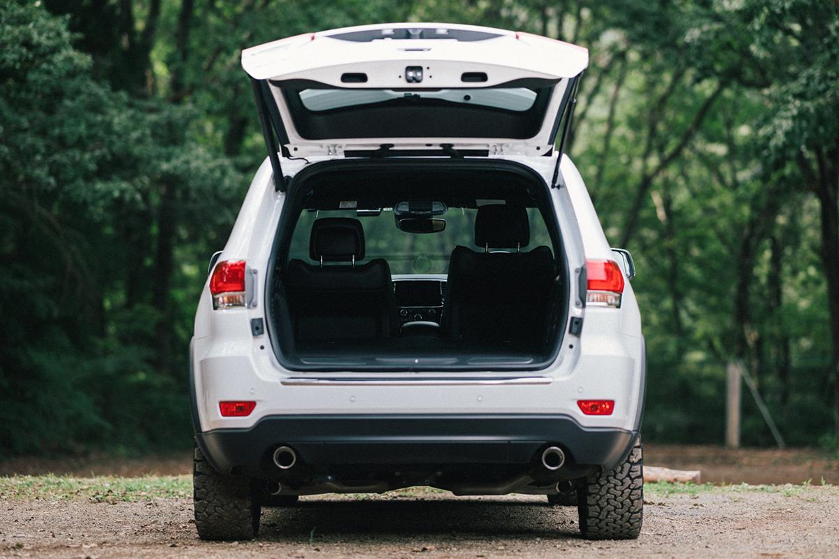 20200915_qetic-jeep-0069 【Jeepモデル別・積載企画】Jeep Grand Cherokeeに合うギア&積み方のポイントを人気スタイリスト・平健一がレクチャー!
