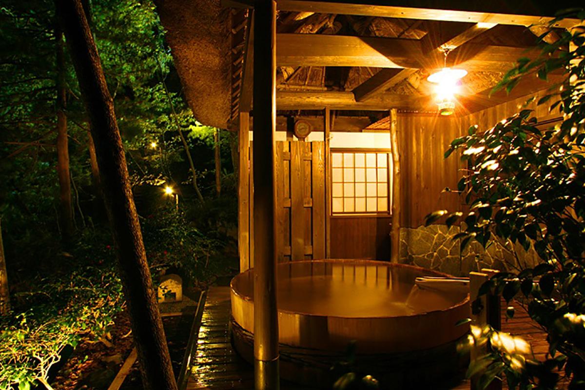 """9ad56126ceecaf32af235fe6ab01fd8f 【紅葉温泉特集13選】Jeepに乗って行きたい""""紅葉温泉""""を日本中からピックアップ!秋の大自然&露天風呂で極上のリラクゼーション!"""