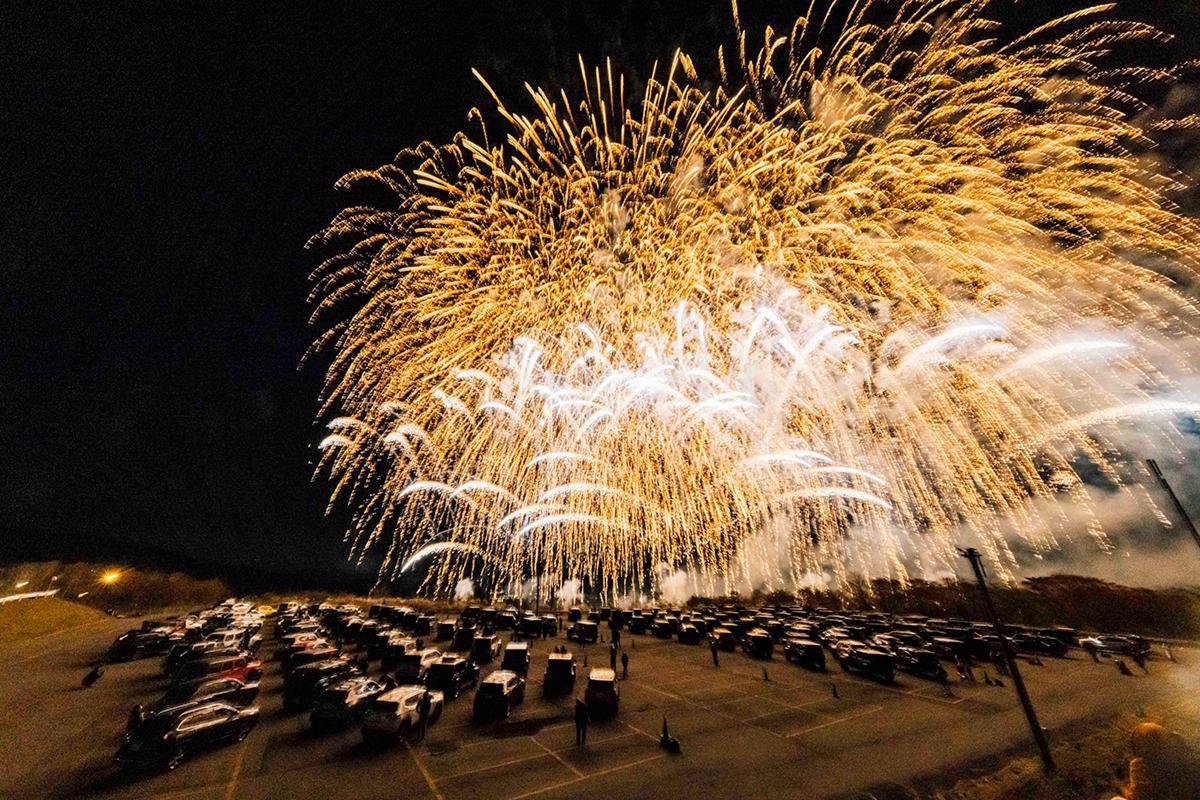 Y5_3510 Jeep HANABI 2020【関東・関西・東海】レポート!オーナーとの絆を乗せて夜空に打ち上がった7スロット花火
