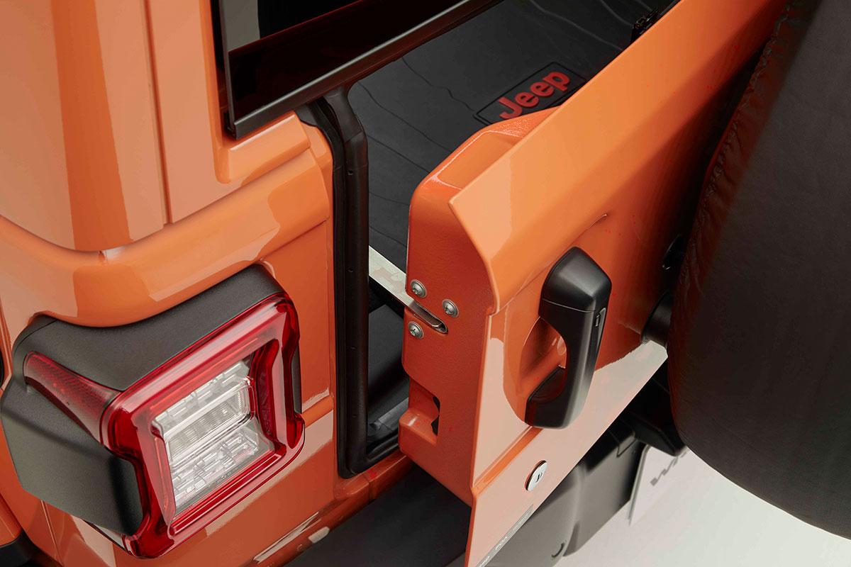 d2364cf5b33f1d4ea476e2c739d3e837 車内インテリアにおすすめ!便利ガジェットから、おしゃれカー用品、Jeep® オフィシャルグッズまで厳選紹介