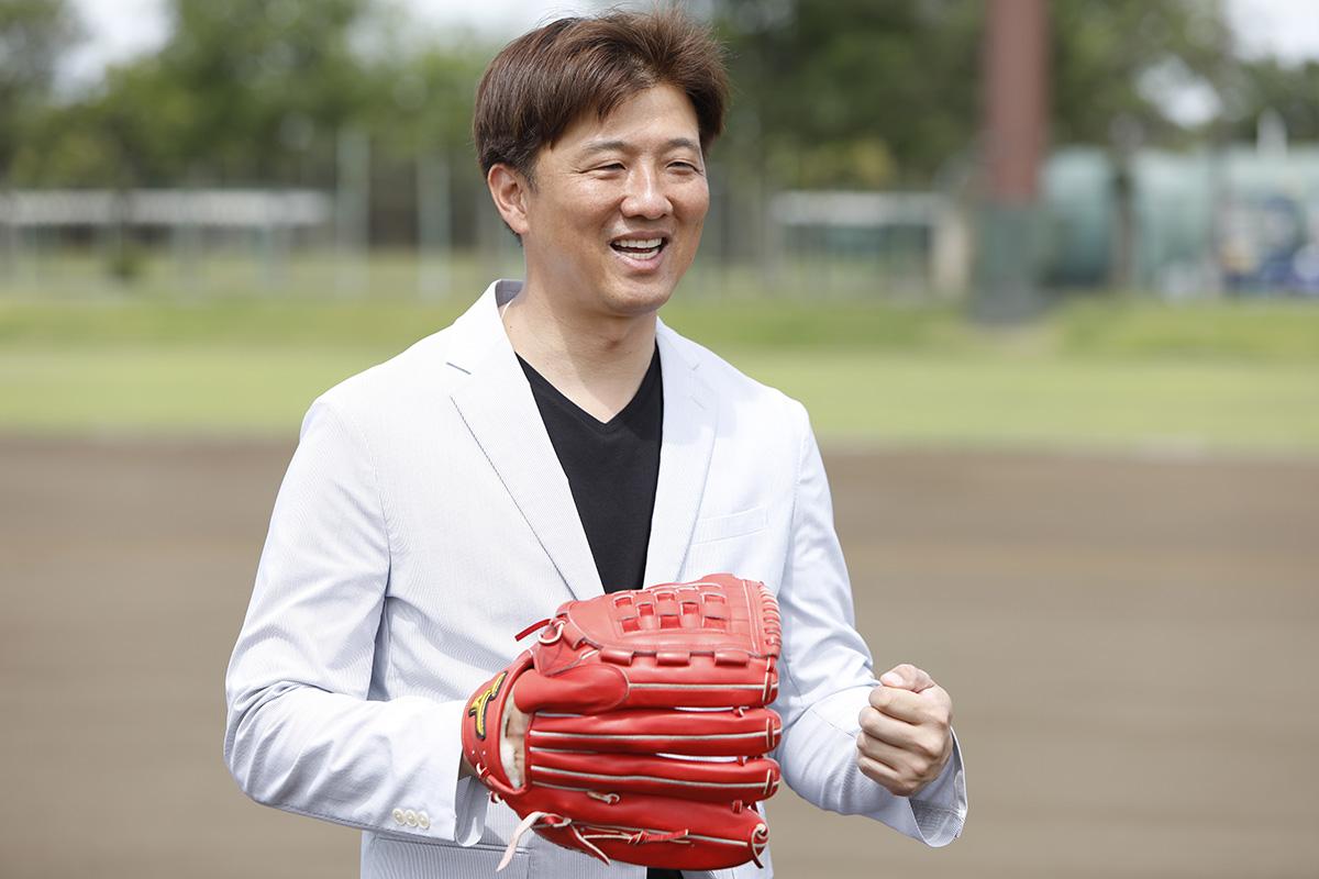 10-2 Jeep® 協賛の『世界の野球グローブ支援プロジェクト』に、日米で活躍した名ピッチャー・岡島秀樹さんがエールを送る!