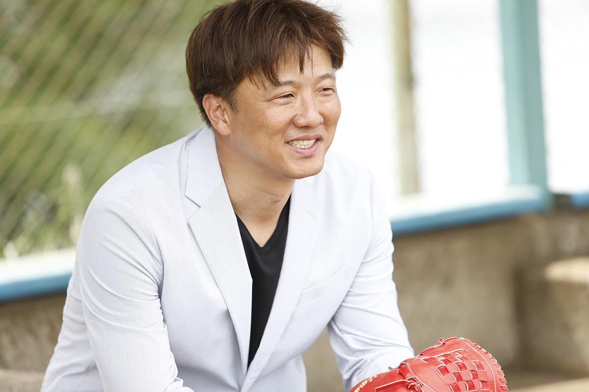 3-3 Jeep® 協賛の『世界の野球グローブ支援プロジェクト』に、日米で活躍した名ピッチャー・岡島秀樹さんがエールを送る!