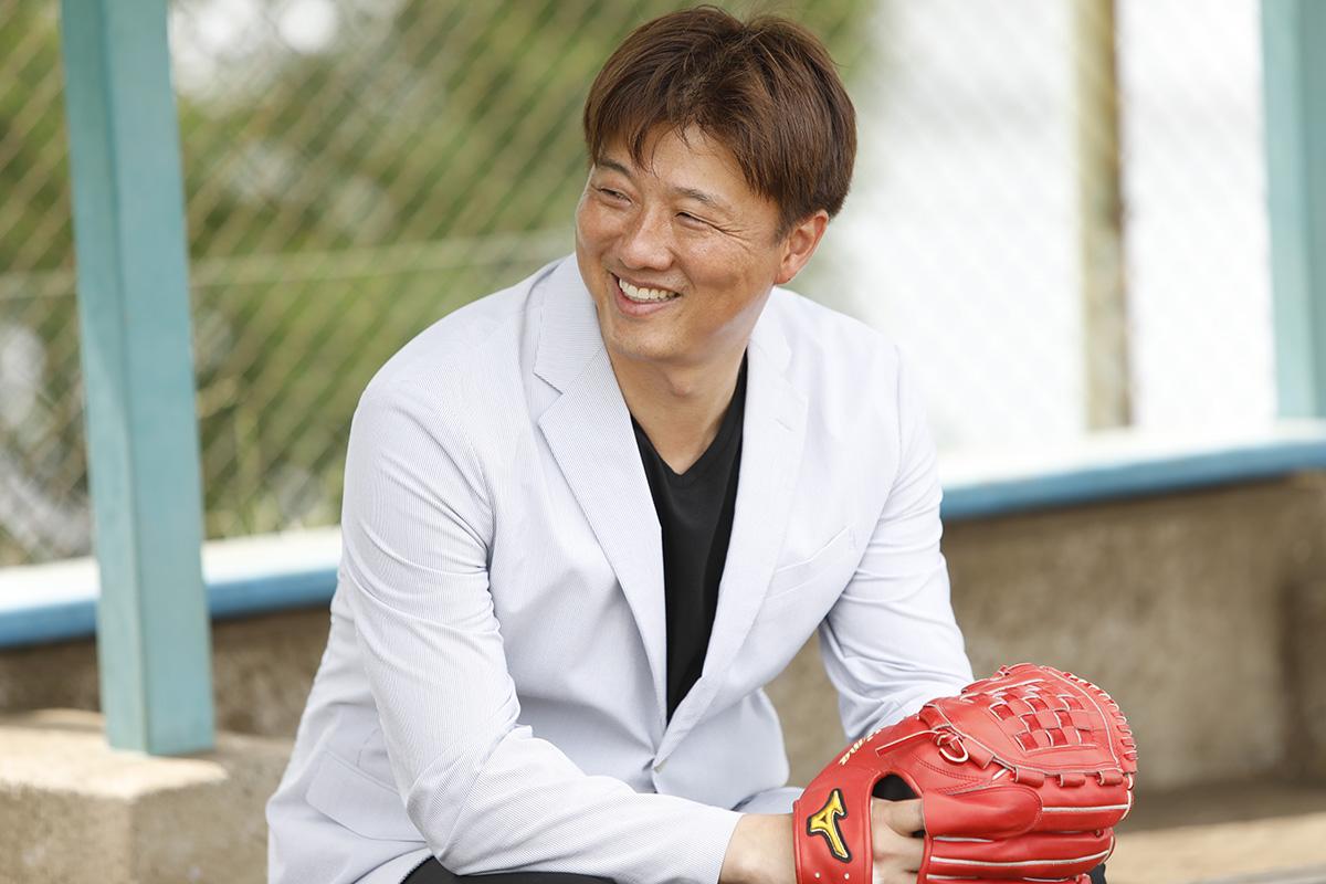 5-3 Jeep® 協賛の『世界の野球グローブ支援プロジェクト』に、日米で活躍した名ピッチャー・岡島秀樹さんがエールを送る!