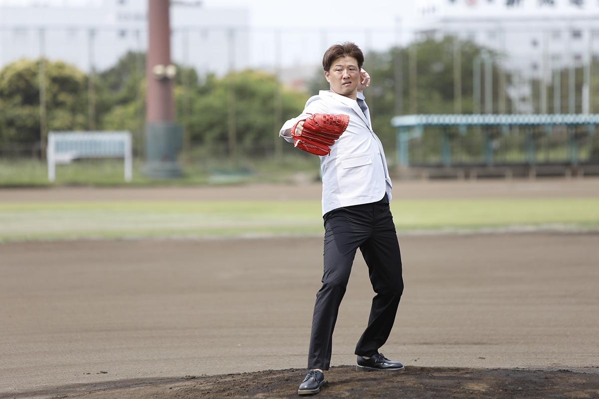 7-3 Jeep® 協賛の『世界の野球グローブ支援プロジェクト』に、日米で活躍した名ピッチャー・岡島秀樹さんがエールを送る!